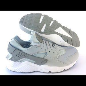 Nike Men's Wolf Grey Huarache Sneakers